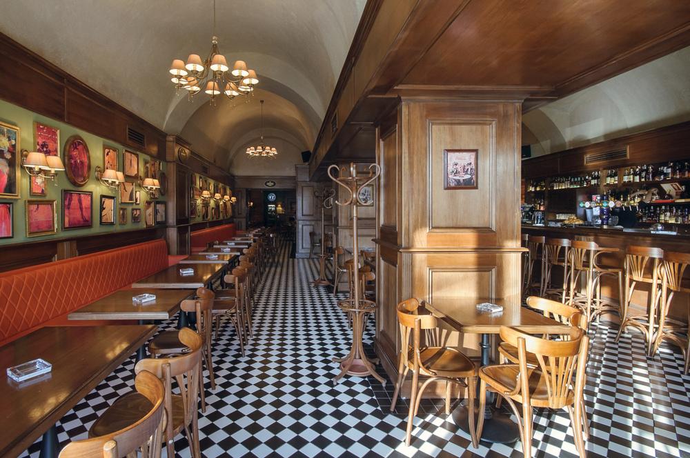 vedere in ansamblu intrare restaurant bar-bistro