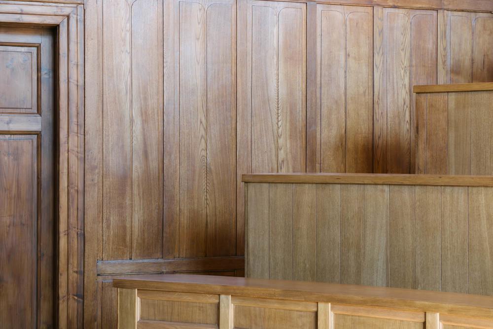 detaliu perete lateral tip lambriu din stejar antic restaurat