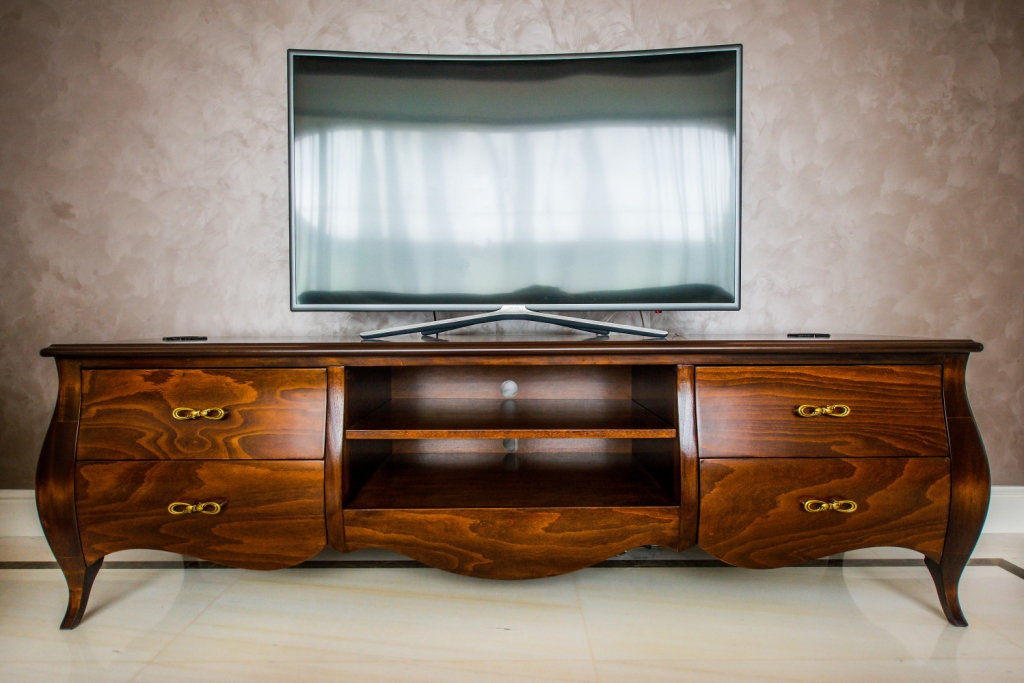 comoda tv cu 4 sertare model Louis XV