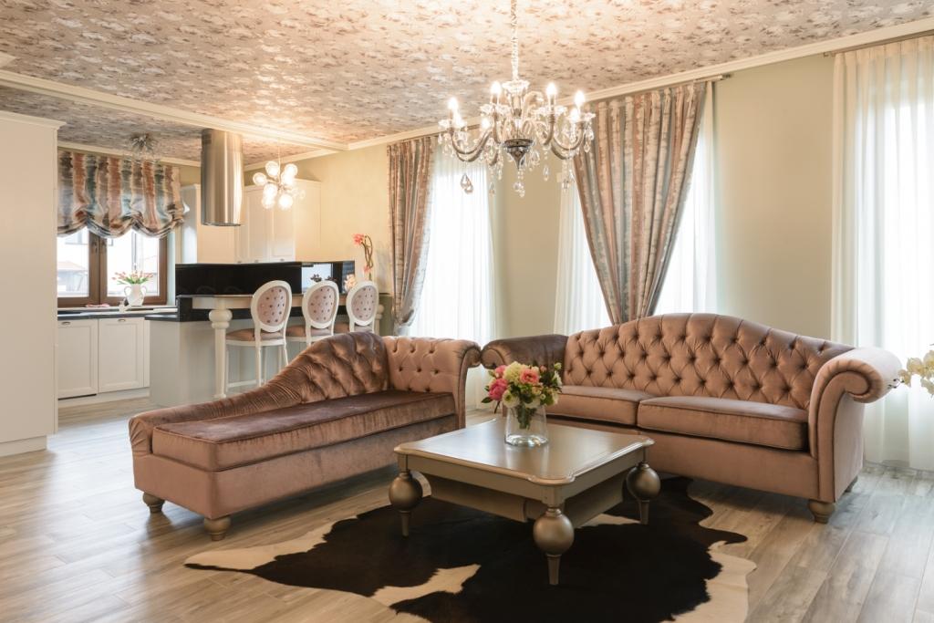 canapea si dormeza model Impero cu capitonaj din material textil