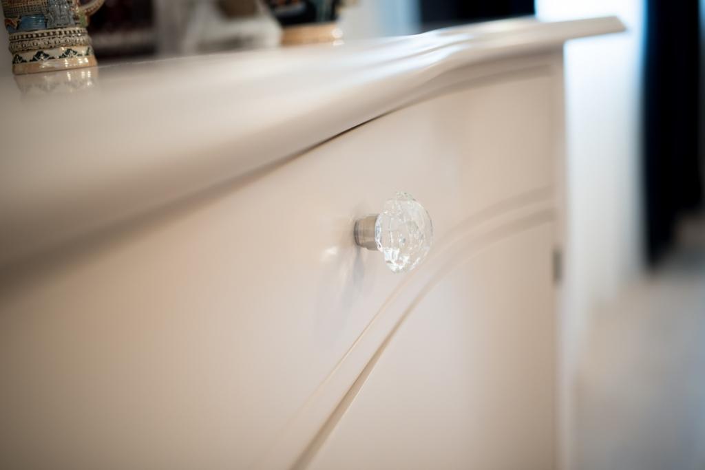 detaliu buton din cristal Swarovski