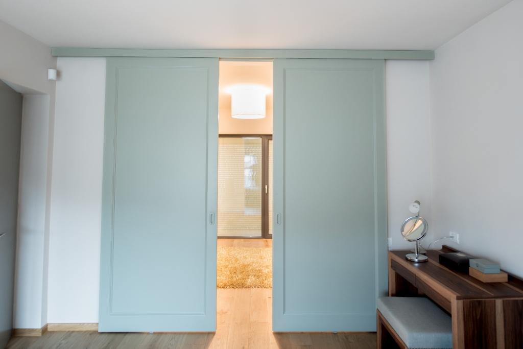 vedere usi culisante din Toulipier masiv vopsite ral dormitor-dressing