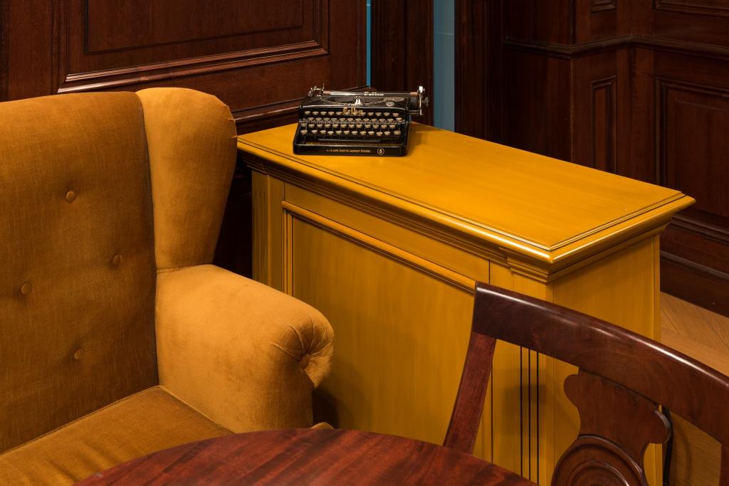 Canapea la comanda model Bergier, catifea razata, in clasa A, antifoc
