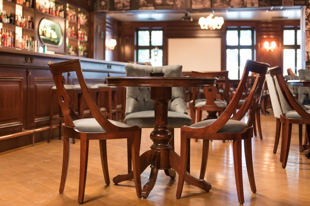 scaune din nuc masiv model tip Gondola