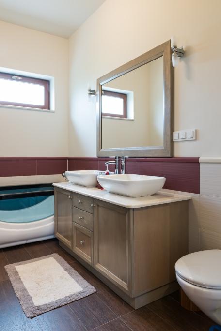 mobilier de baie la comanda din Toulipier masiv cu finisaj special antiumezeala