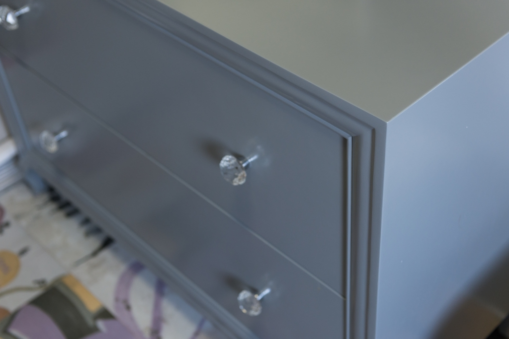 detaliu buton Swarovski cu baza cromata