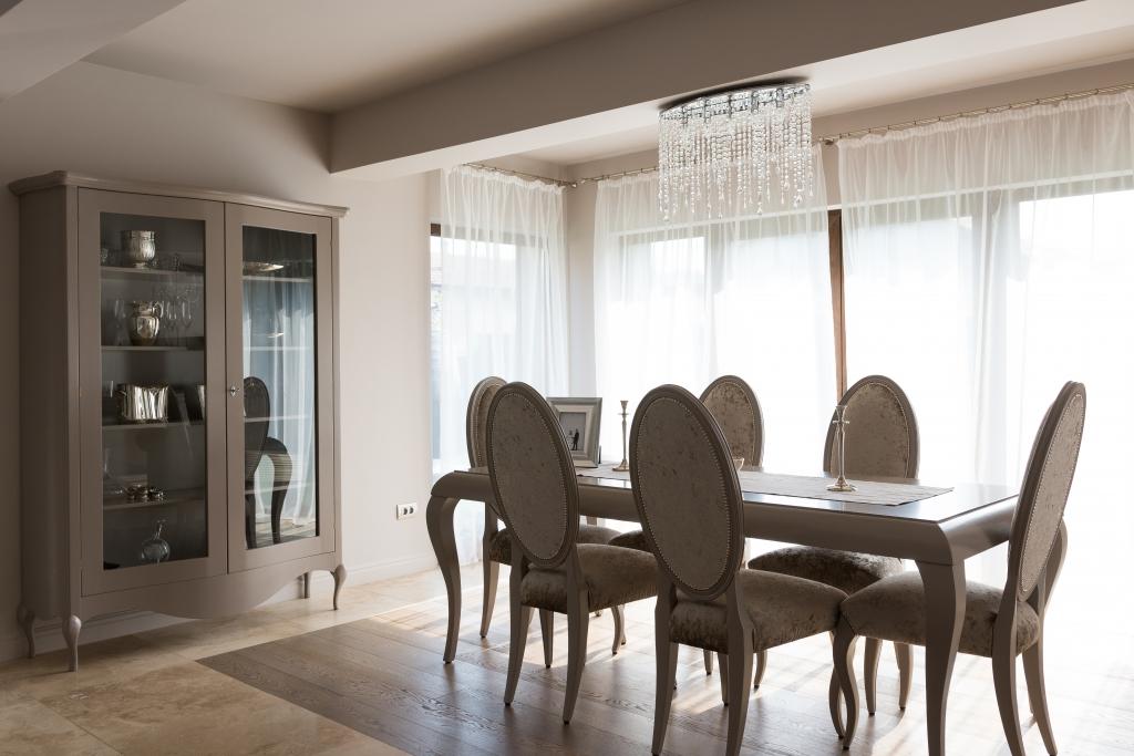 ansamblu dining cu vitrina curbata model Louis XV