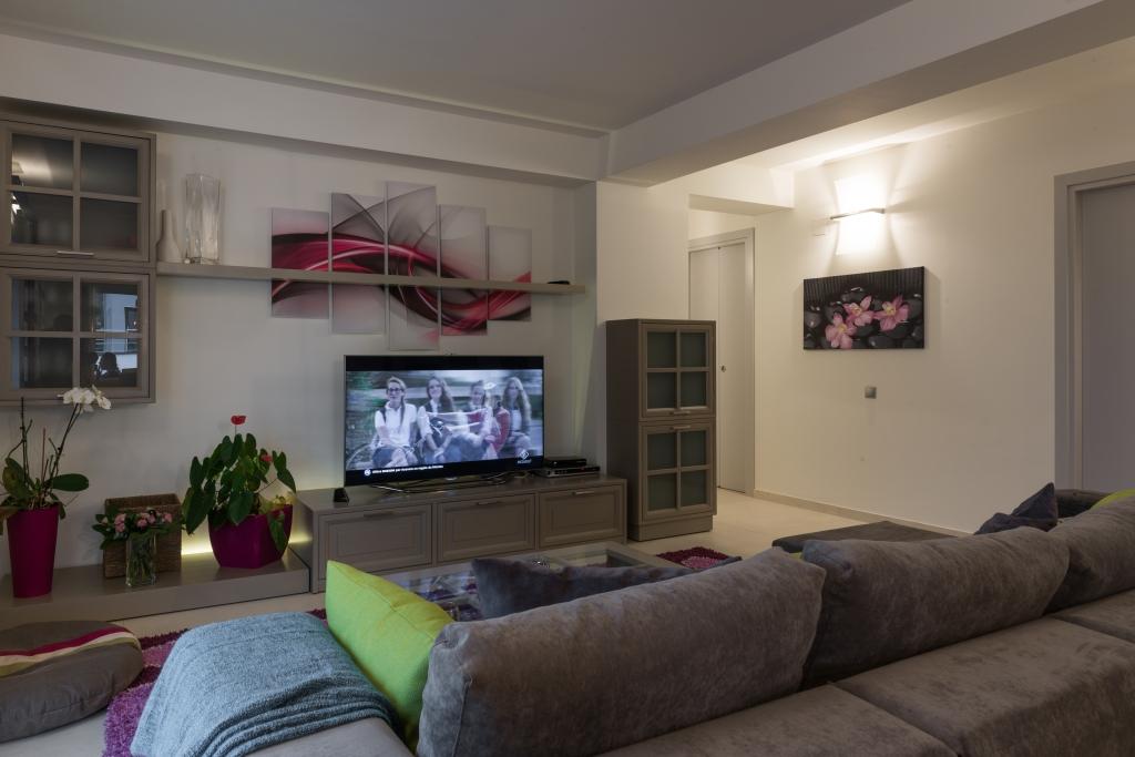 comoda TV cu 3 sertare culisante