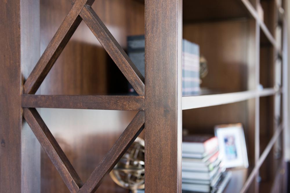 detaliu lateral biblioteca din Toulipier masiv