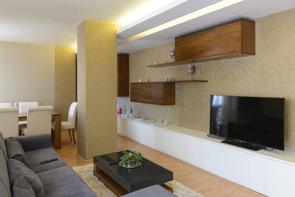 corpuri suspendate mobilier tv din panel masiv furniruit nuc