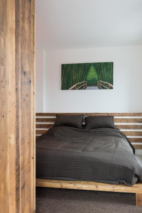 dormitor executat din lemn recuperat vechi