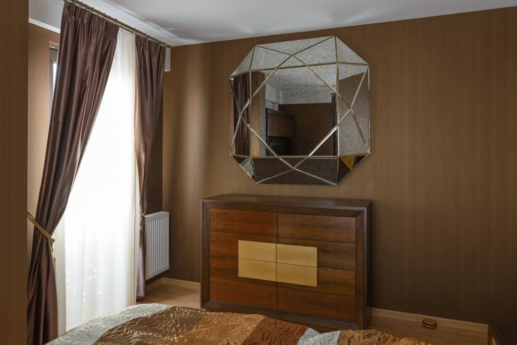 comoda cu 6 sertare si oglinda antichizata superioara fazetata
