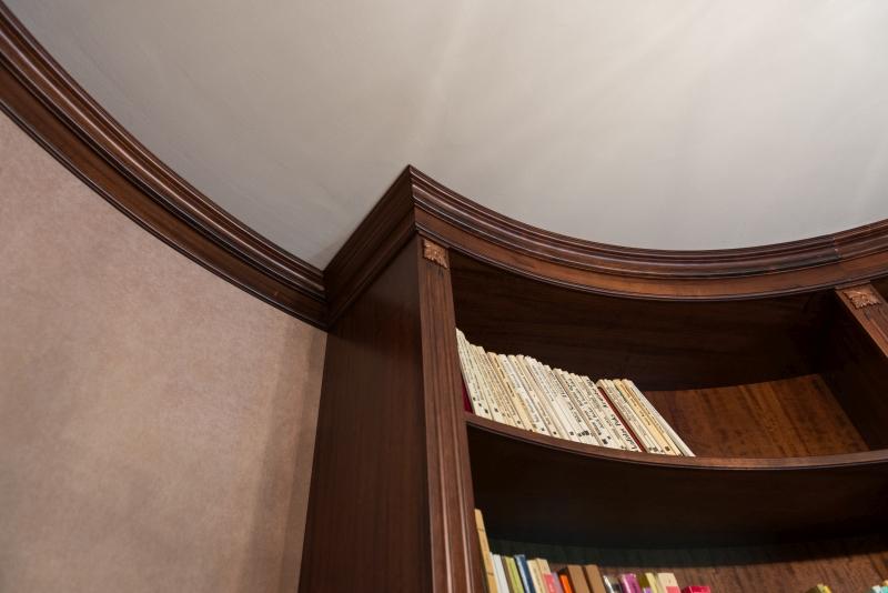 detaliu cornisa semicirculara aplicata pe tavan