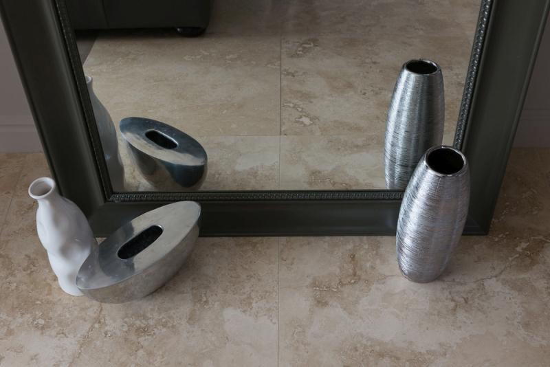 Oglinzi cu ramă din lemn personalizate